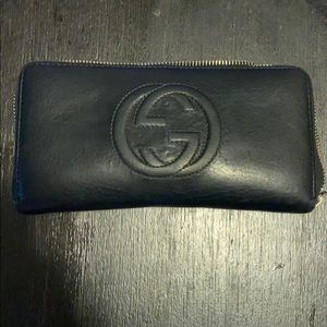 Black leather Gucci wallet